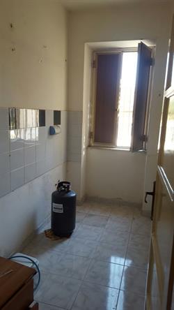 Vendesi Appartamento Di 75 Mq Da Ristrutturare Composto Da Due Camere Da  Letto, Cucinotto, Soggiorno, Bagno E Ripostiglio. Prezzo Affare.